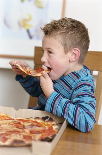 פיצה ביתית קלה להכנה